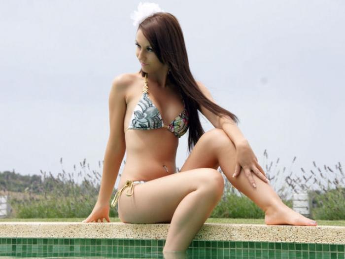 Urlaubsfeeling: Lady Anja am Pool