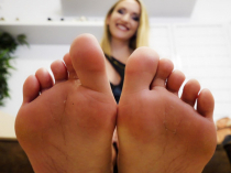 Smell these dirty feet, footlover (EN)