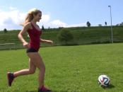 Gratis Video: Lady im Fussball WM Hype