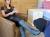 Cash & Kiss: Stiefellecker macht sich nützlich